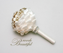 vintage alternative gold pearl brooch bouquet