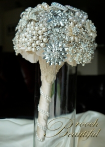 pearl bling brooch bouquet web11